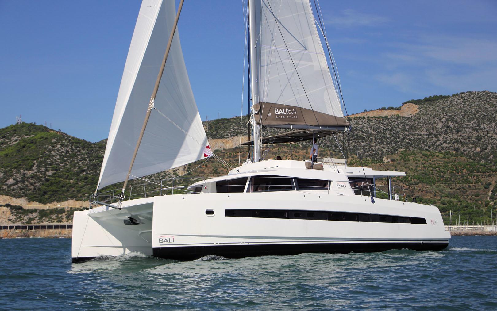 bali-5-4-catamaran-1